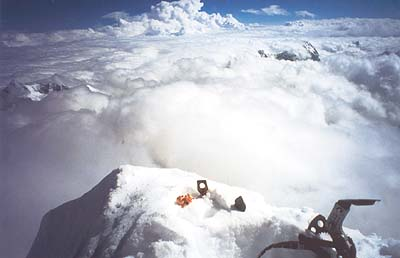 Kameň z Gerlachu, skoba z Matterhornu a prasiatko pre štastie na vrchole Makalu.